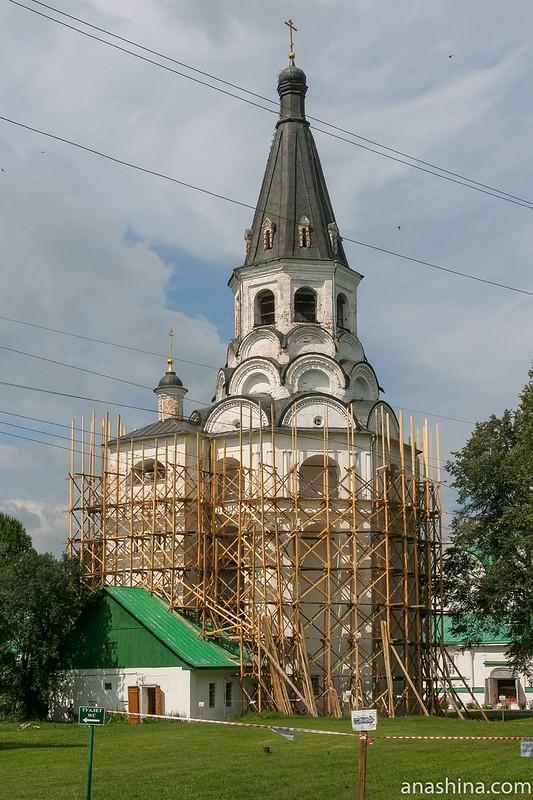 Александров, Свято-Успенский женский монастырь, Марфины палаты, Распятский храм-колокольня
