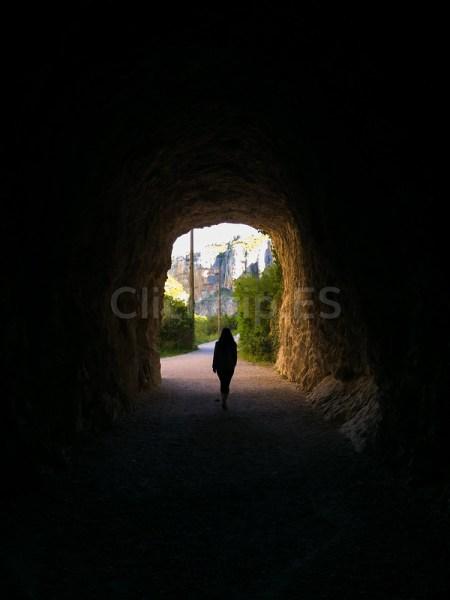 Interior del túnel por la antigua vía de ferrocarril en la Foz de Lumbier_ClickTrip