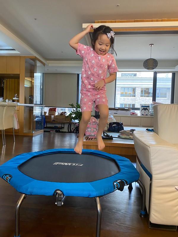 超好玩!大人小孩都能跳~Fitwell 全能彈跳床 ️孩子消耗精力,長高全靠它 @ KiKi的親子生活日誌 :: 痞客邦