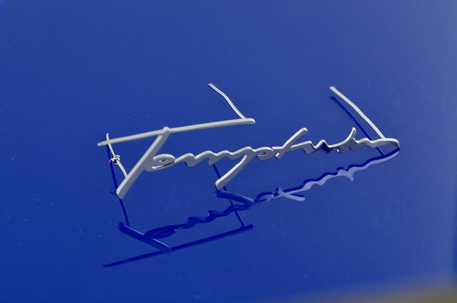 napis - emblemat wycięty w mosiądzu, chromowany