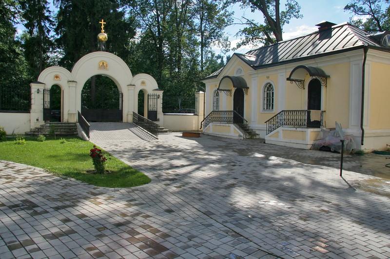 Дом причта и ворота, Николо-Прозорово