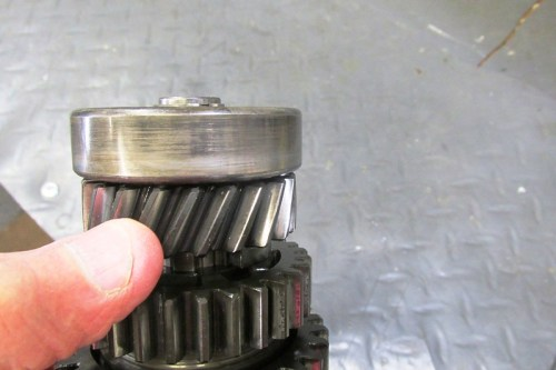 Output Shaft 5th Gear Moves Axially about 0.4 mm and Rocks On The Shaft