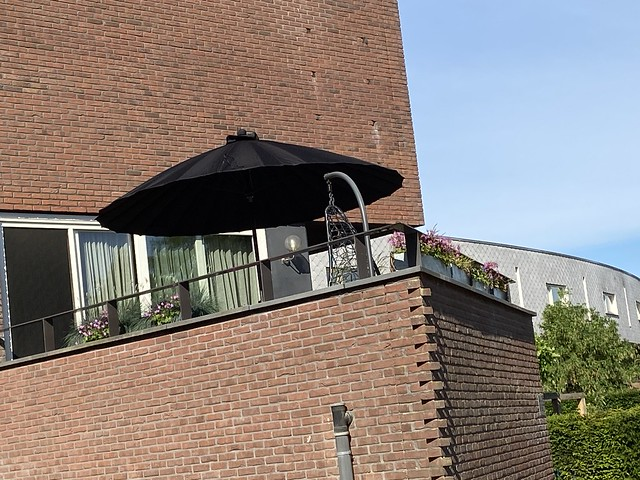 Hangstoel zwarte zweefparasol dakterras