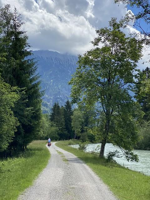 An der Loisach entlang Richtung Garmisch