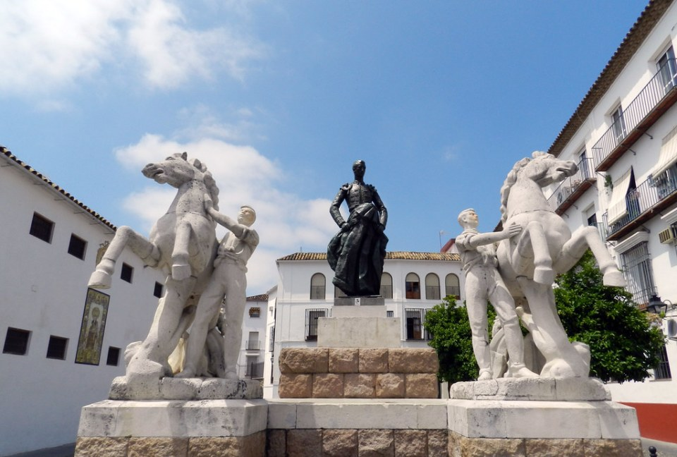 escultura monumento al torero Manolete en la plaza del Conde de Priego Cordoba 01