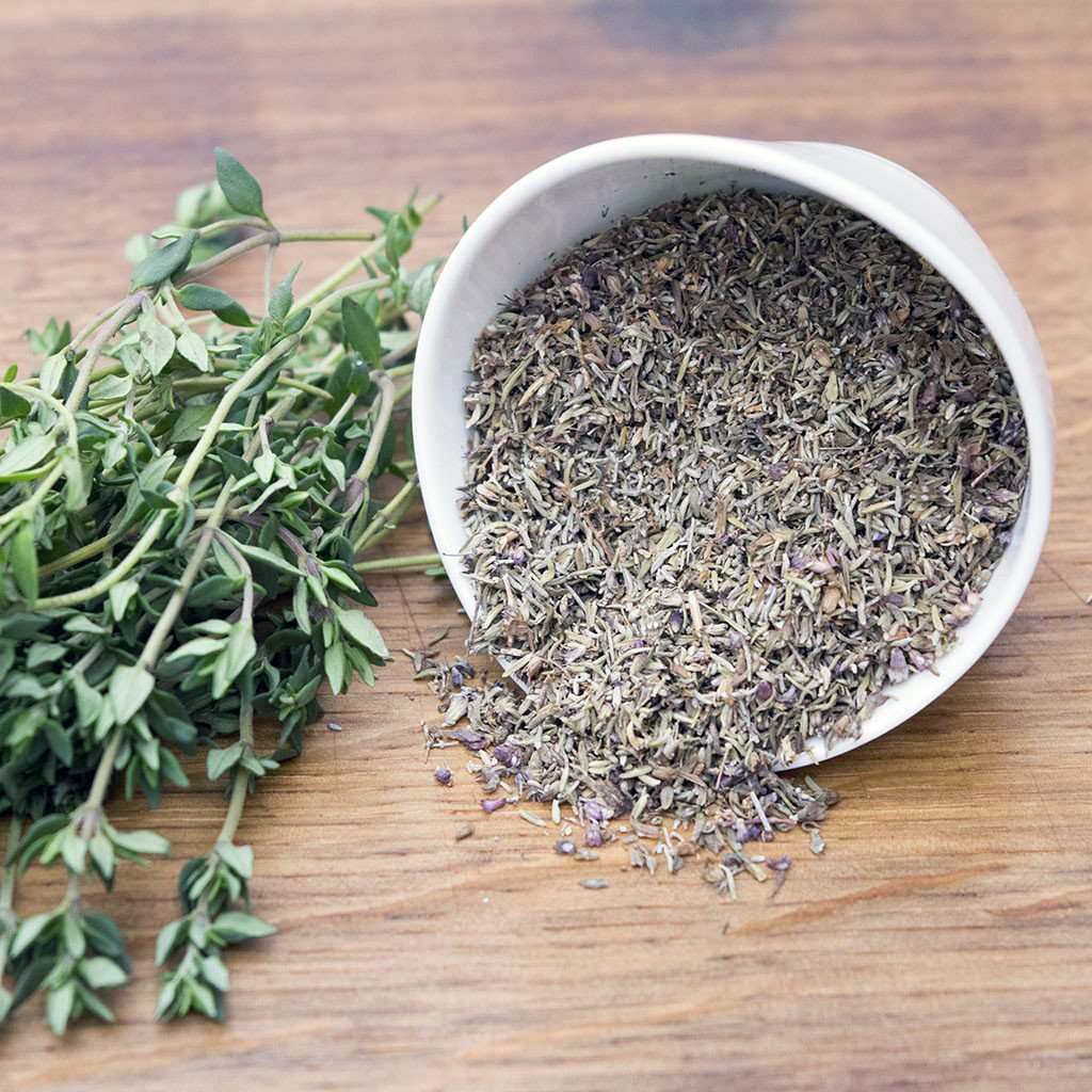 sprigs-of-thyme-branches-and-a-bowl-of-dried-thyme | Flickr