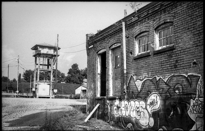 urban decay, abandoned building, graffiti, watchtower, Asheville, NC, Voigtlander Vitomatic II, FPP Derev Pan 200, HC-1110 developer, 7.21.20