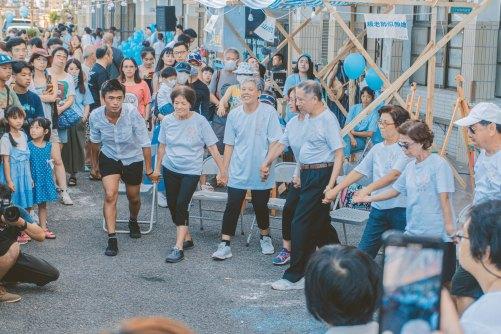 圖說2:由基隆在地高齡長者組成的「樂齡舞蹈劇場工作坊」在元智藝設系打造的山海小市