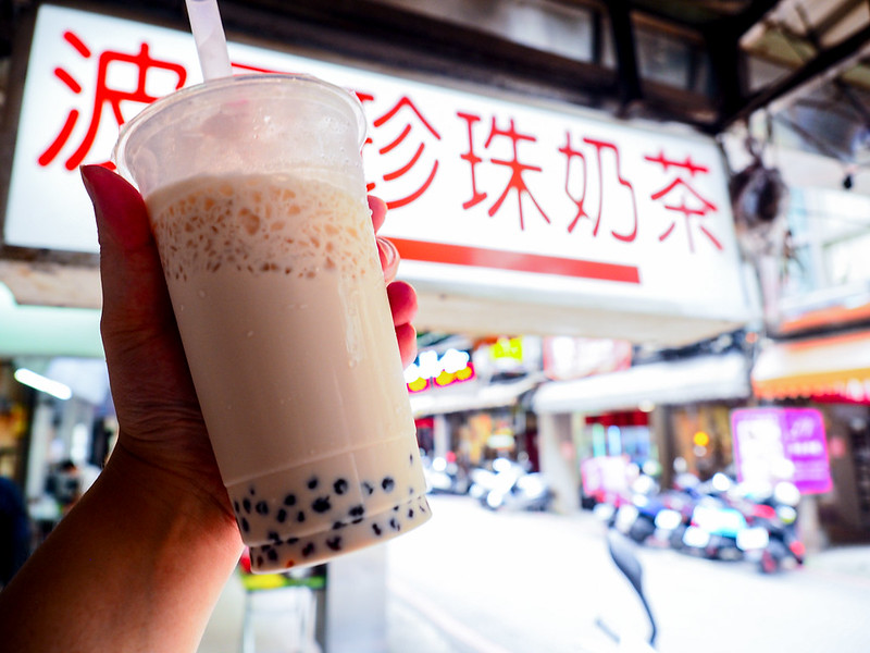 板橋府中波霸珍珠奶茶 一口下去國中小懷舊奶茶味 白鐘元推薦奶茶 - 風塵萬里 旅人手札
