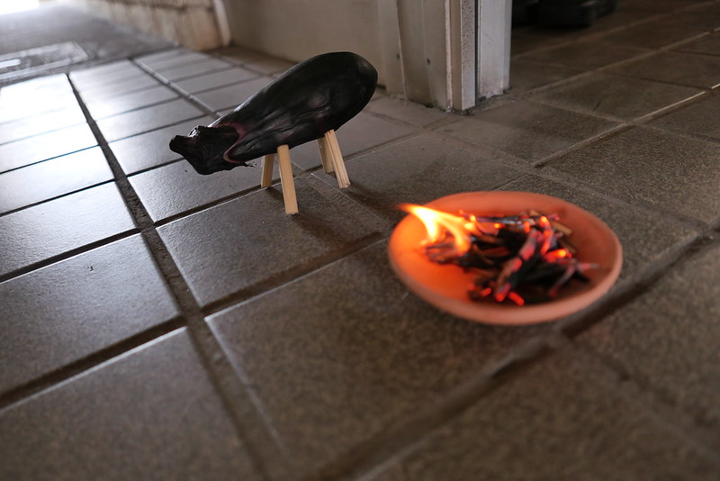 送り火と茄子の牛