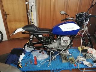 Vista laterale Moto Guzzi V50 ex PA