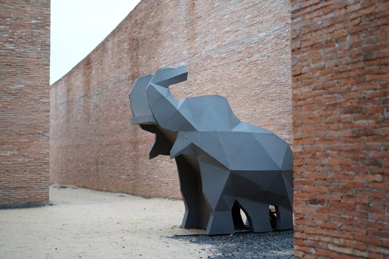 ทางเดินอาคารพิพิธภัณฑ์ - โครงการโลกของช้าง