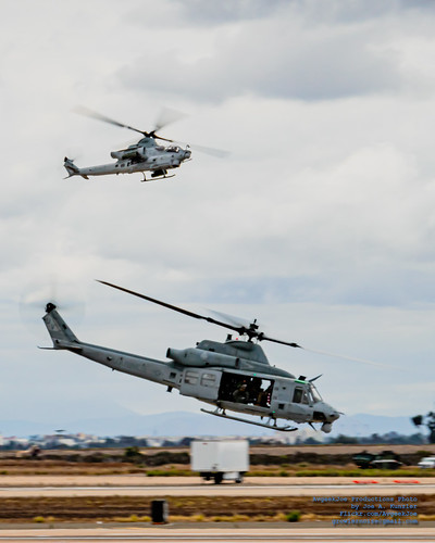 UH-1Y GETTING THE MARINE RECON OUT WITH AN AH-1Z WATCHING   Flickr