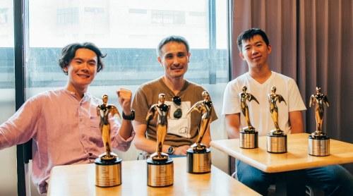 元智大學資傳系助理教授張世明與研究生,榮獲2020泰利獎六項大獎,左起碩二生劉柏廷、助理教授張世明、碩三生陳家賢。