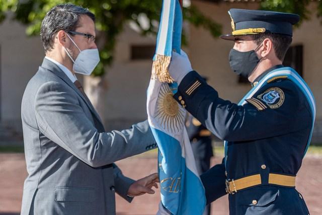 2020-09-29 SEGURIDAD: Emotivo acto de cambio de abanderados en la Policía de San Juan