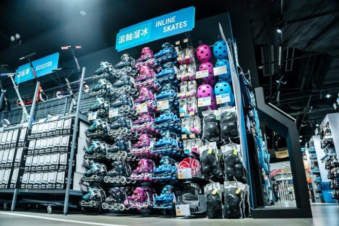 店內將提供多種不同範疇的運動用品,包括行山、籃球、足球、跑步、 單車、網球、羽毛球、露營、滑雪、瑜伽等等的訓練用品
