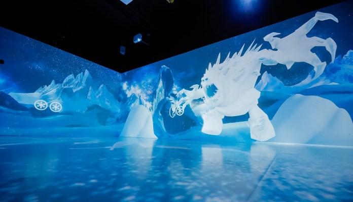 Frozen 參加者更可於巨型投影區大玩互動遊戲,觸碰屏幕上之雪球將可尋找不同角色,為魔法之旅揭開序幕!