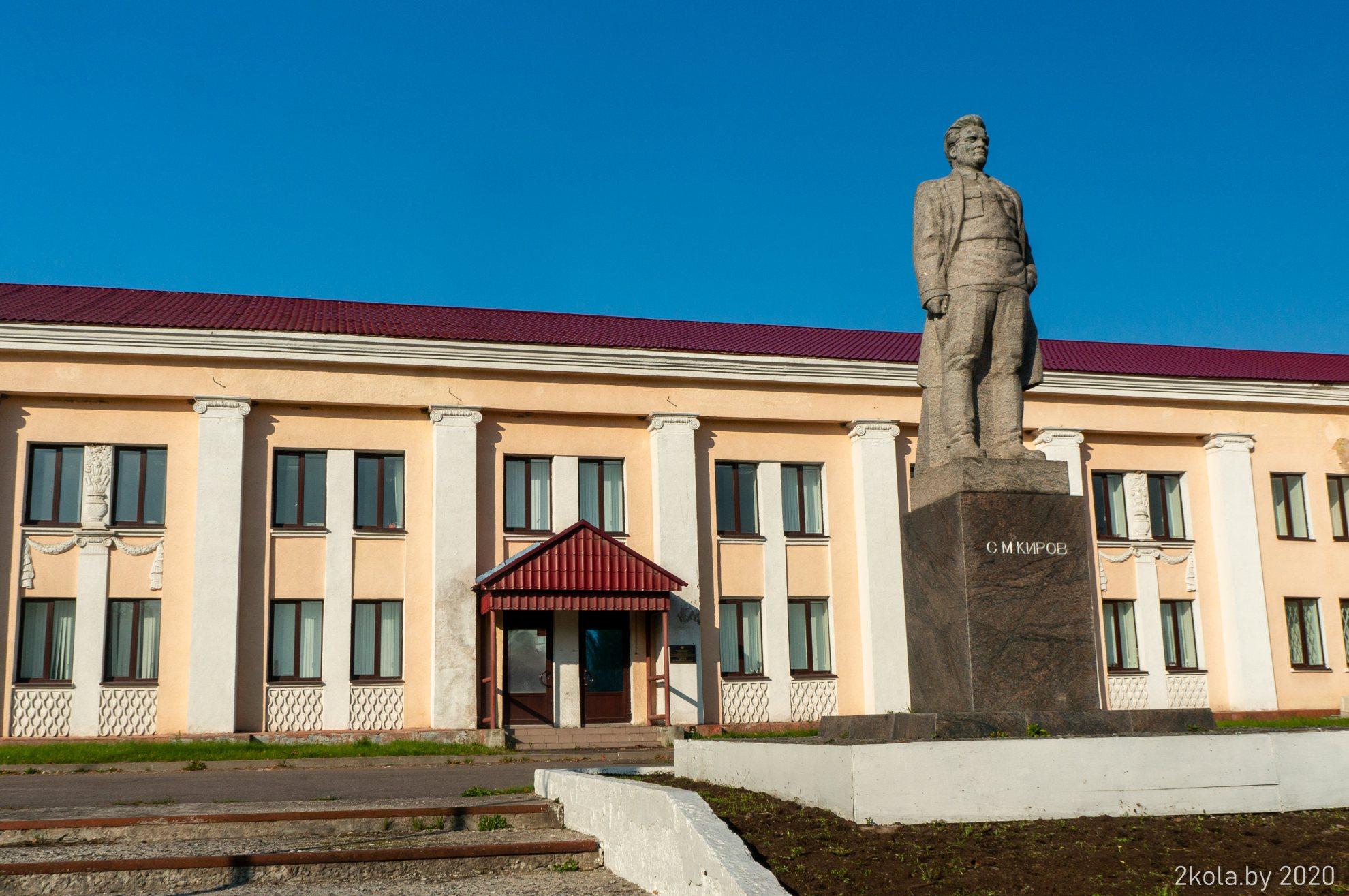 Памятники Кирову в г. Сланцы