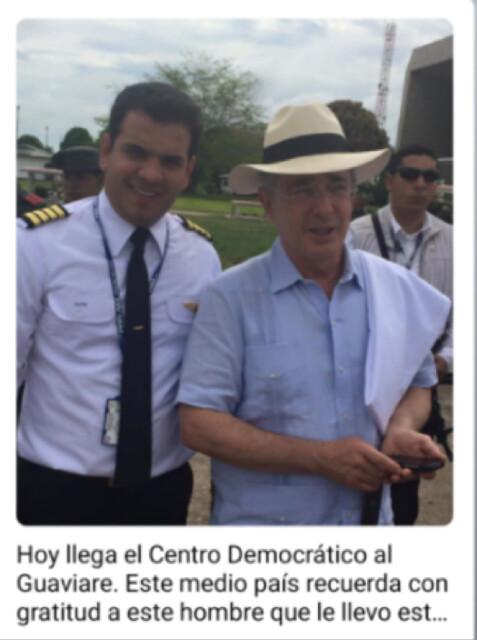 G10En 2015, el entonces senador Álvaro Uribe Vélez posa con su piloto de confianza y amigo Samuel David Niño, del Cartel de Sinaloa.