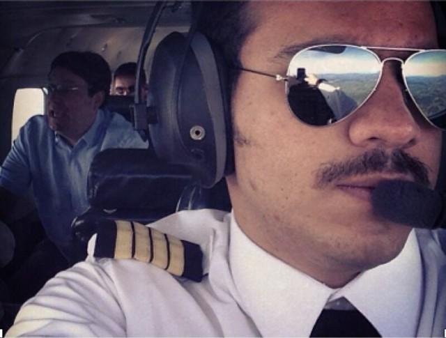 El ex vicepresidente de la República y actual embajador de Colombia en Estados Unidos, Francisco 'Pacho' Santos, es transportado en mayo de 2018 por el piloto del Cartel de Sinaloa, Samuel Niño Cataño.