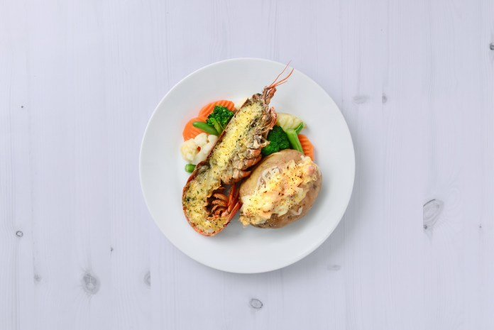 牛油蒜香焗龍蝦配芝士煙肉焗薯