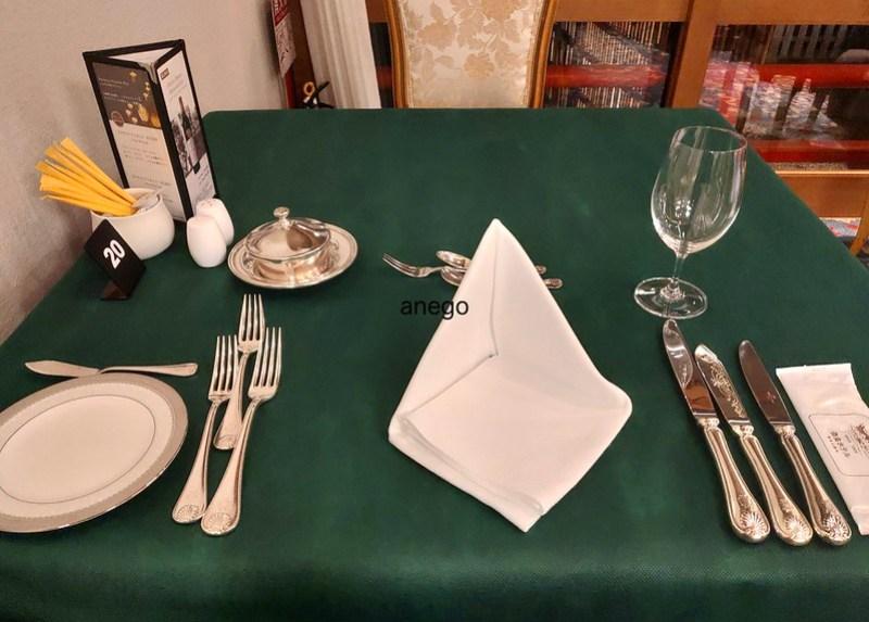 奈良ホテル 三笠 テーブル