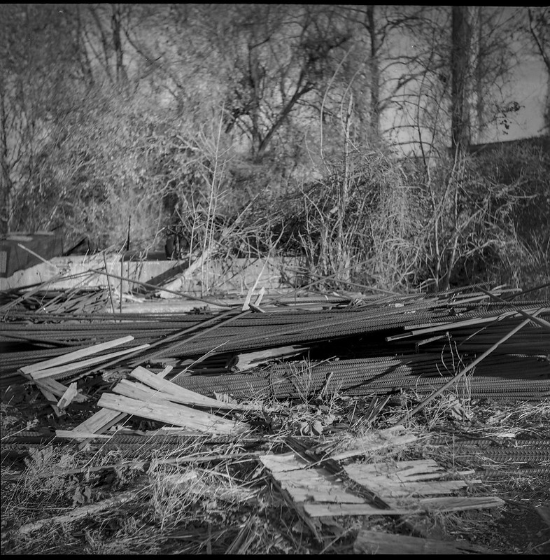 scrap heap, trackside, Norfolk and Southern Railway, Asheville, NC, Ricohflex Dia M, Foma 200, Moersch Eco developer, 11.17.20