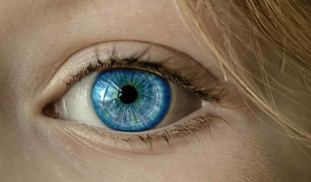 commen-le-COVID-19-affecte-les-yeux