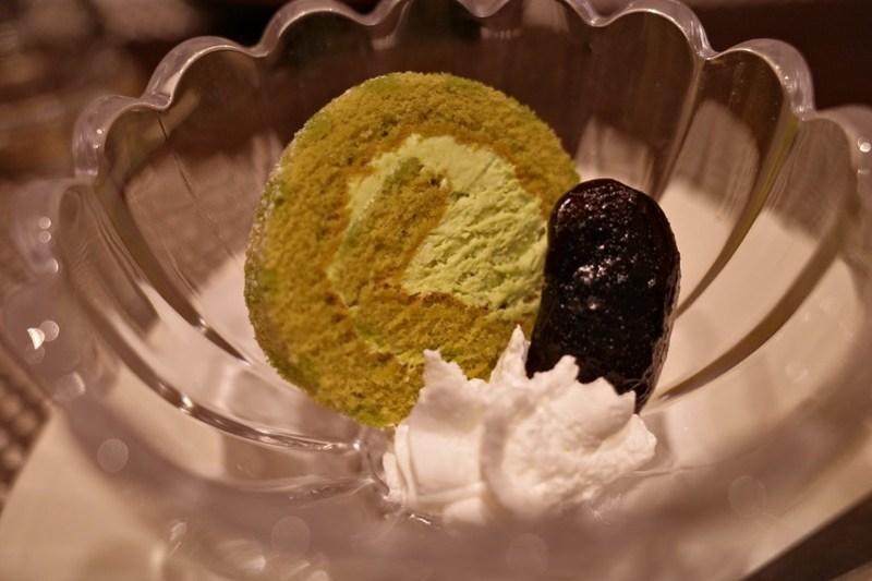 抹茶のミニロールケーキ