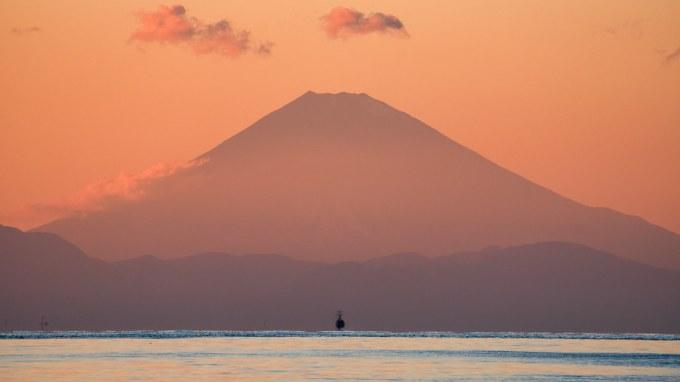 Yamato Sailing Towards Fujiyama