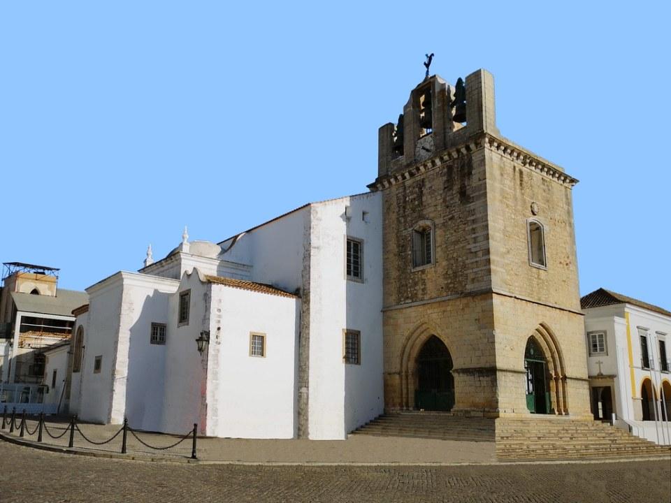 portada y torre exterior Sé Catedral de Faro Portugal 02