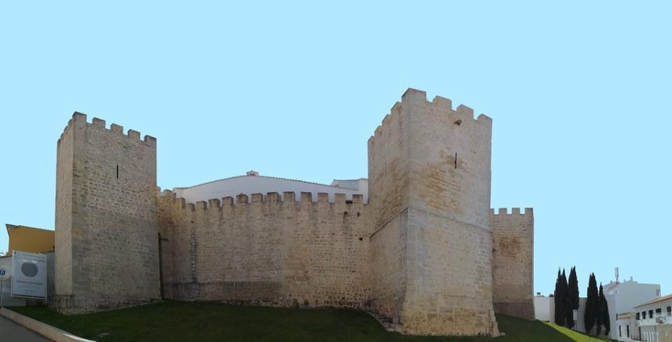 torres exterior del Castillo de Loulé Portugal