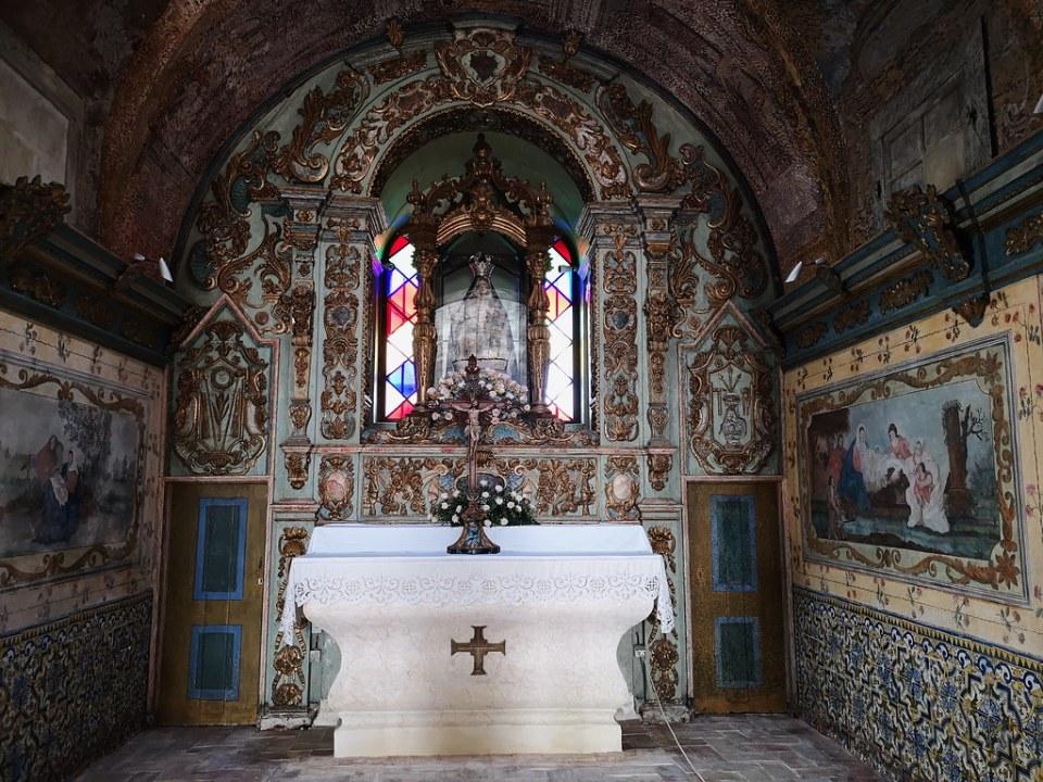 altar mayor interior Ermita del Santuario de Nuestra Señora de la Piedad Loulé Portugal 02