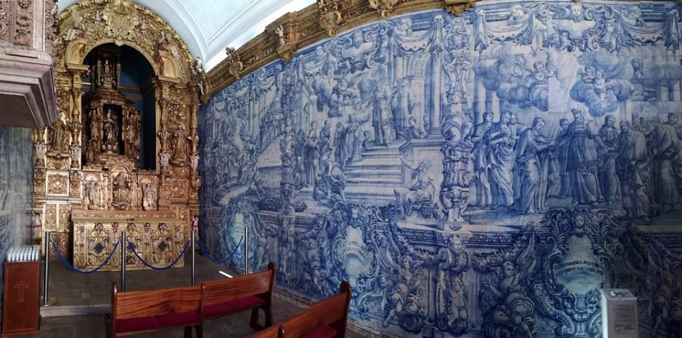 altar mayor retablo y azulejos pintados interior Ermita de Nuestra Señora de la Concepción Loulé Portugal 01