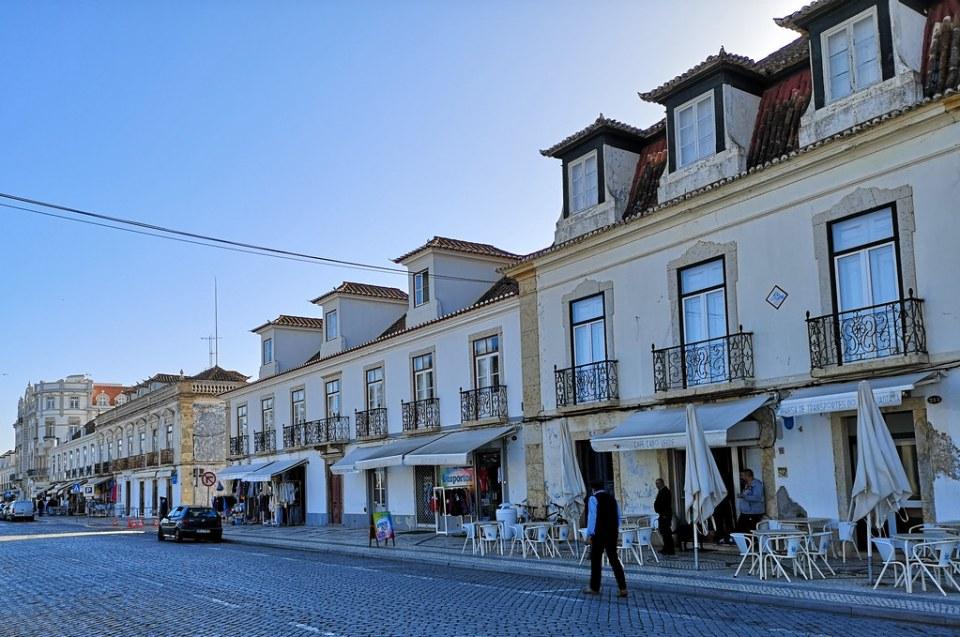 calle y casas edificios de Vila Real de Santo Antonio Portugal 02