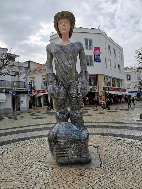 Escultura estatua del Rey D. Sebastião en Praça Gil Eannes Lagos Algarve Portugal