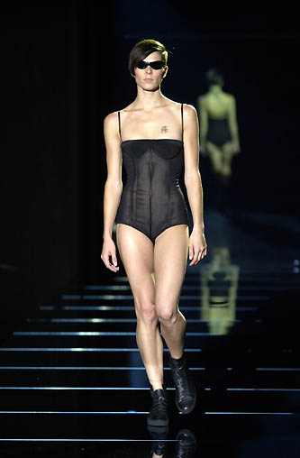 gucci-runway-fashion-show-spring-2001-tom-ford_16