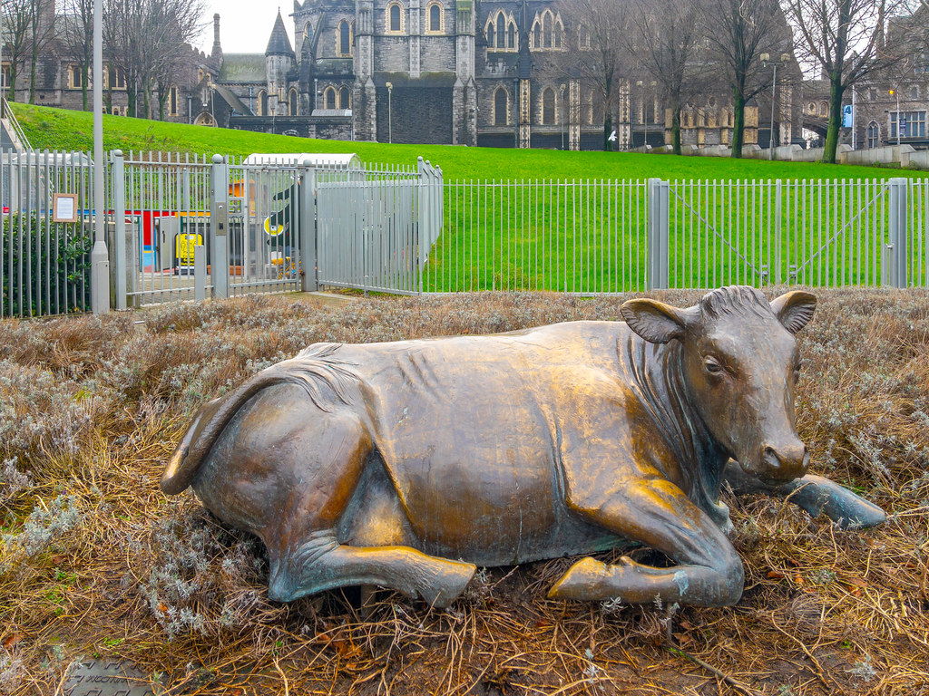BRONZE COW BY JACKIE McKENNA [MOVED FROM WOLFE TONE PARK TO WOOD QUAY]-169625