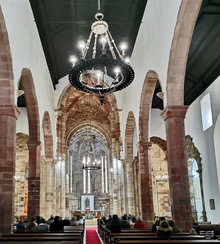 altar mayor y nave central interior Sé Catedral de Silves Algarve Portugal