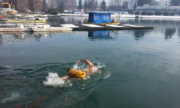 L'Ice Swimmer Enzo Favoino sfida il Naviglio a Milano