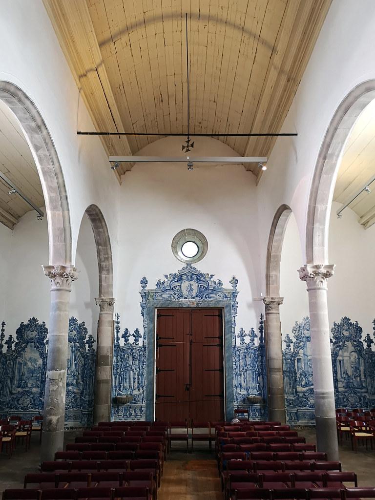 nave central interior Iglesia de la Misericordia Tavira Algarve Portugal