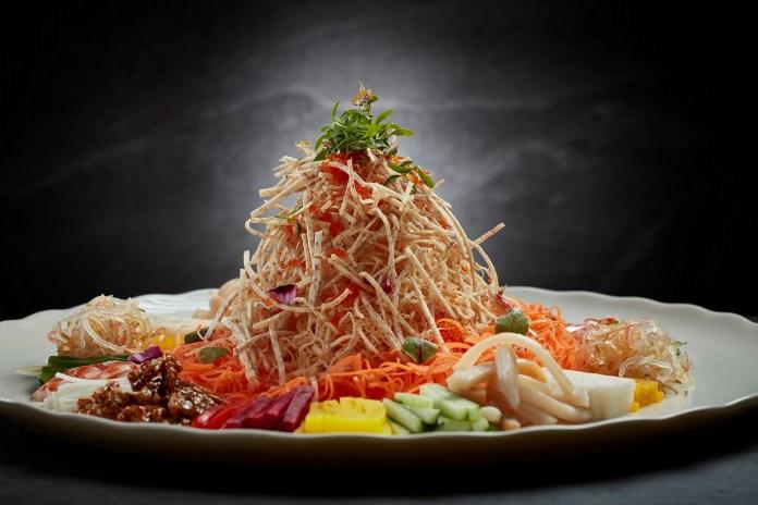 風生水起 (象拔蚌錦繡撈起) Tossed Vegetable Salad with Geoduck and Yuzu Sauce