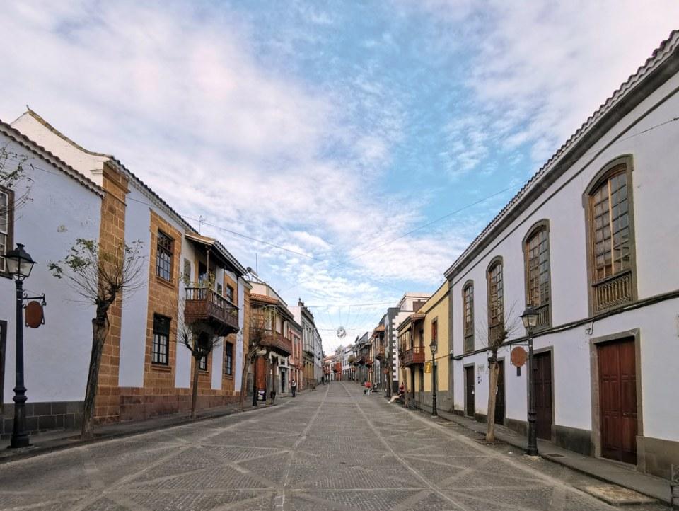 edificios y balcones canarios en calle Real de la Plaza en Teror Gran Canaria Islas Canarias 05