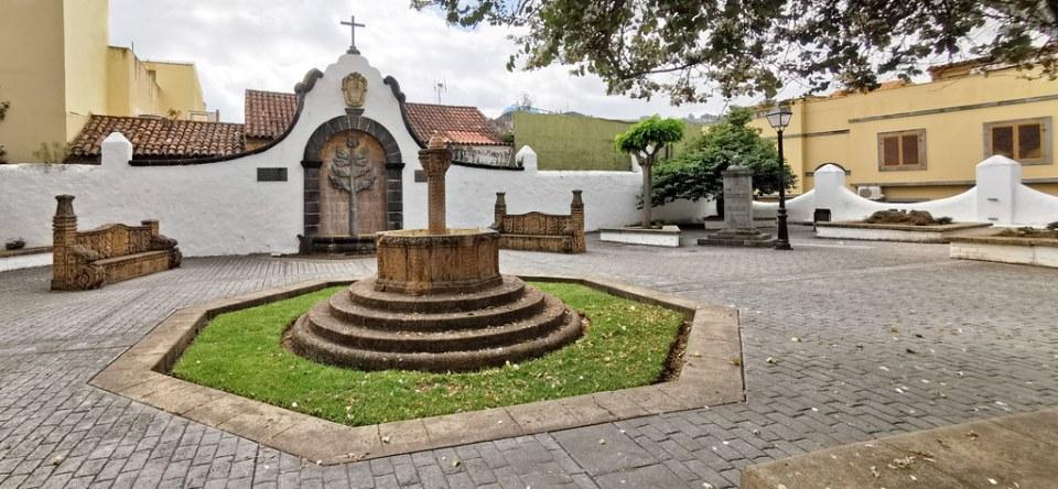 fuentes y bancos Plaza de Teresa Bolívar en Teror Gran Canaria 02