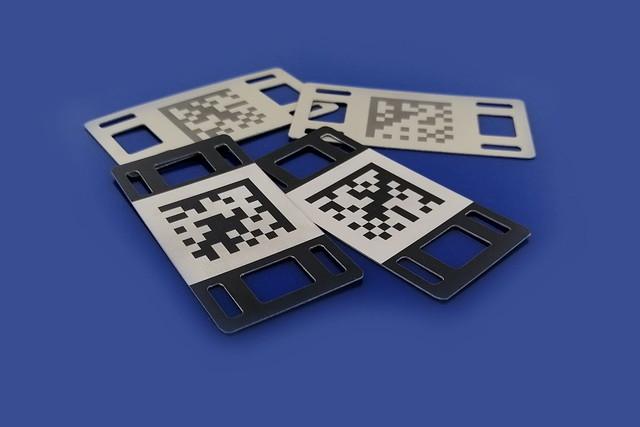 tabliczki z grawerowanym kodem QR