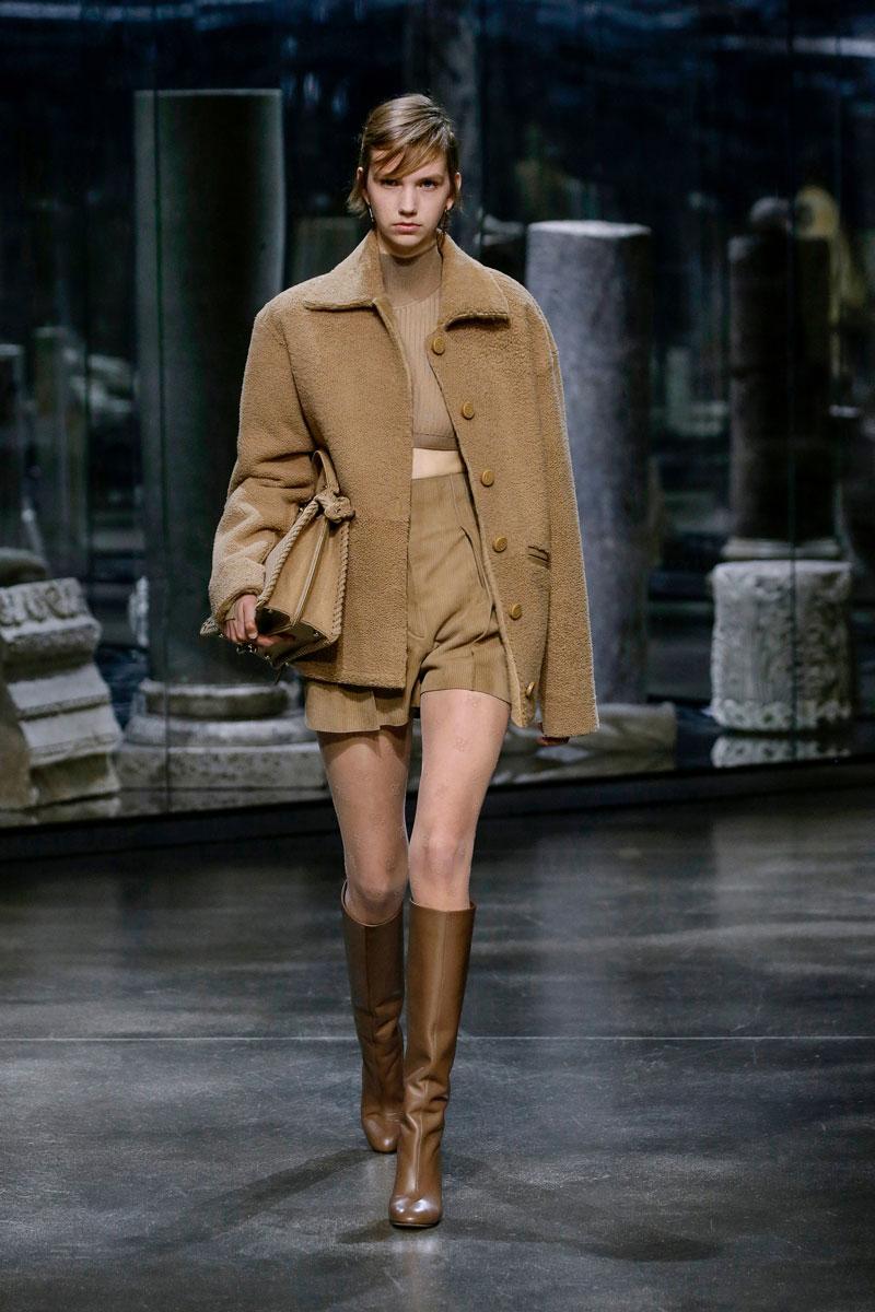 2-Fendi-Fall-2021-fashion-runway-show