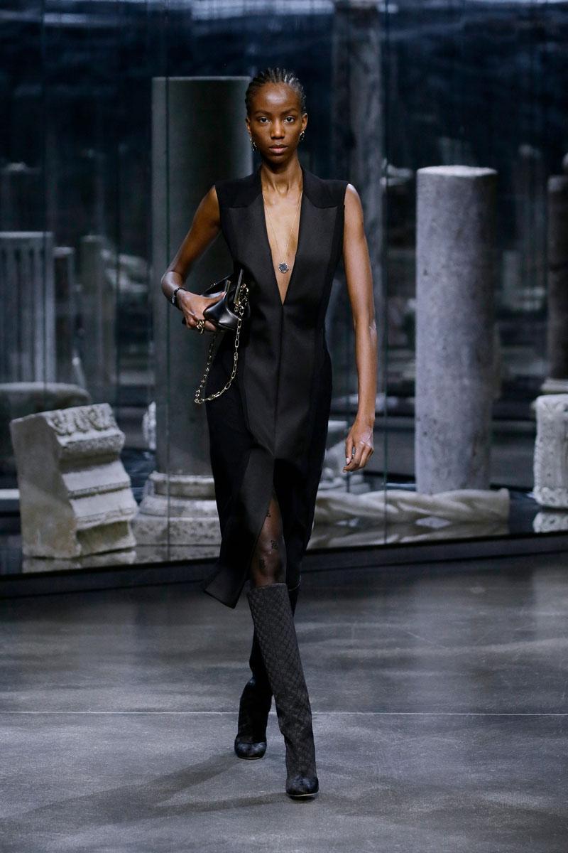 24-Fendi-Fall-2021-fashion-runway-show