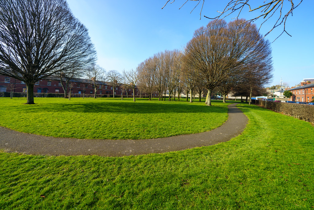 GREAT WESTERN SQUARE [A SMALL PUBLIC PARK IN PHIBSBOROUGH]-170397