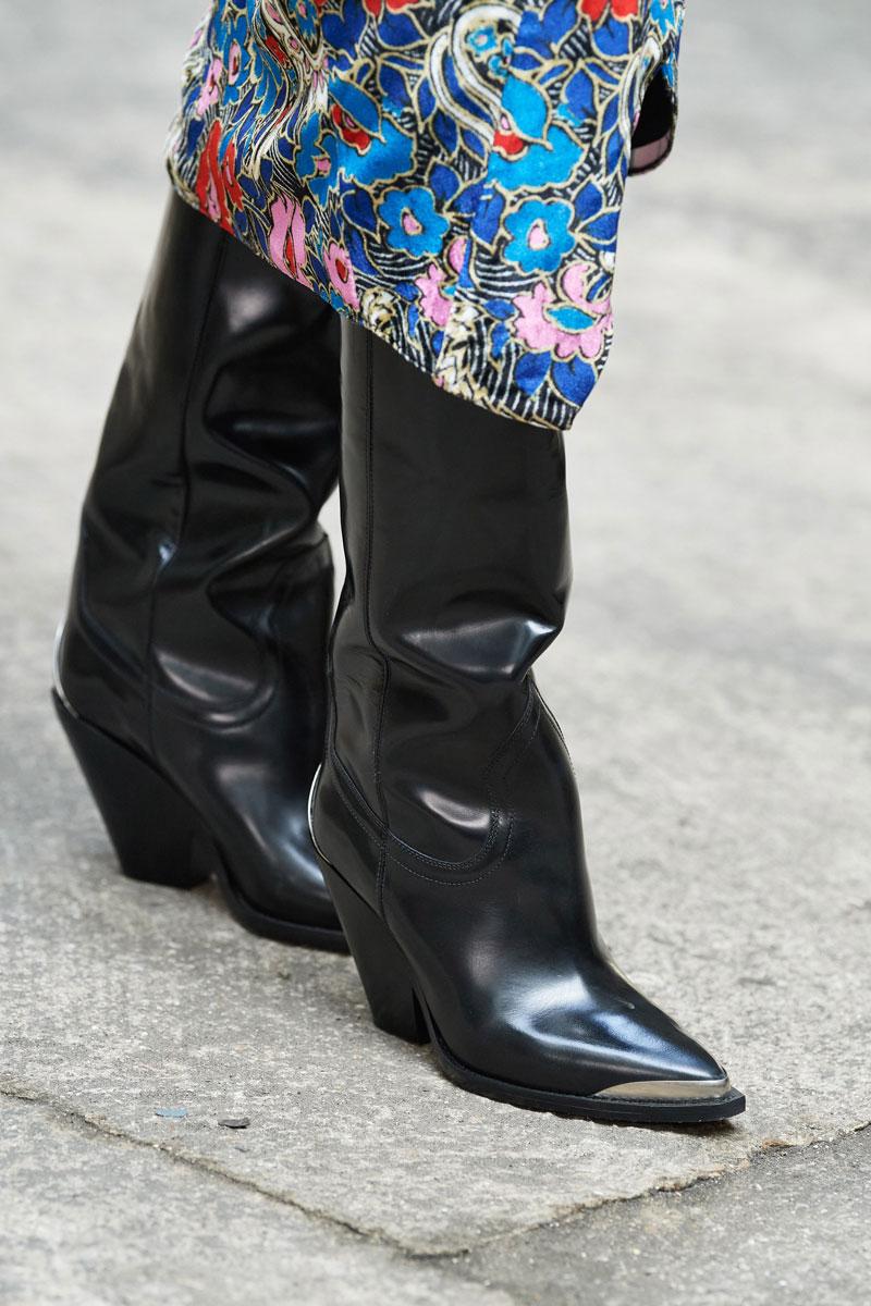 24_isabel-marant-fall-2021-runway-show-paris-fashion-week