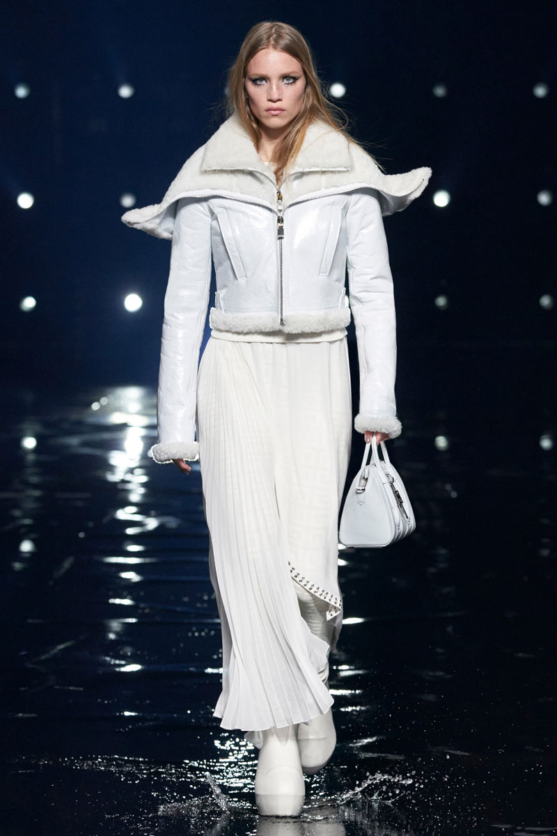14_Givenchy-RTW-Fall-2021-runway-show-matthew-williams